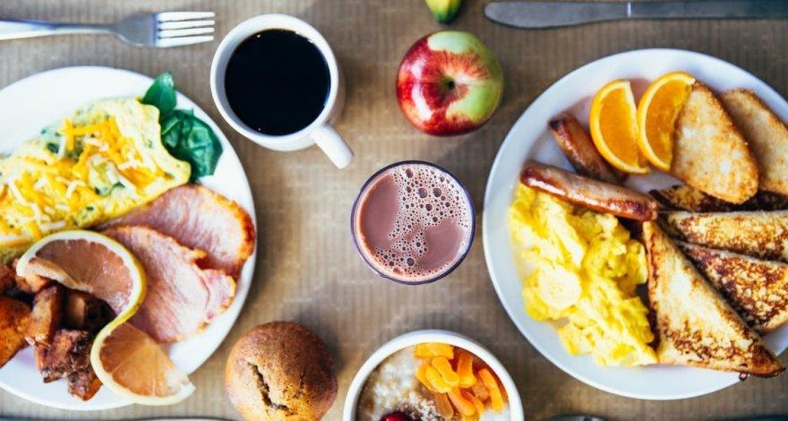 Эксперты назвали идеальный завтрак для похудения