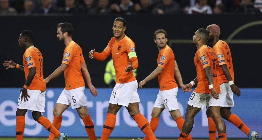 Стало известно, кто возглавит сборную Нидерландов - ФОТО
