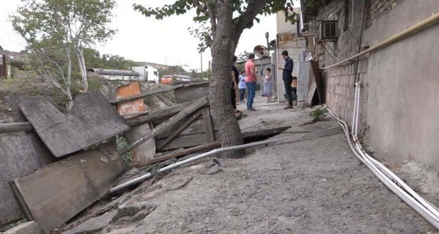 Жизни жильцов аварийного дома в Баку находятся под угрозой – ВИДЕО