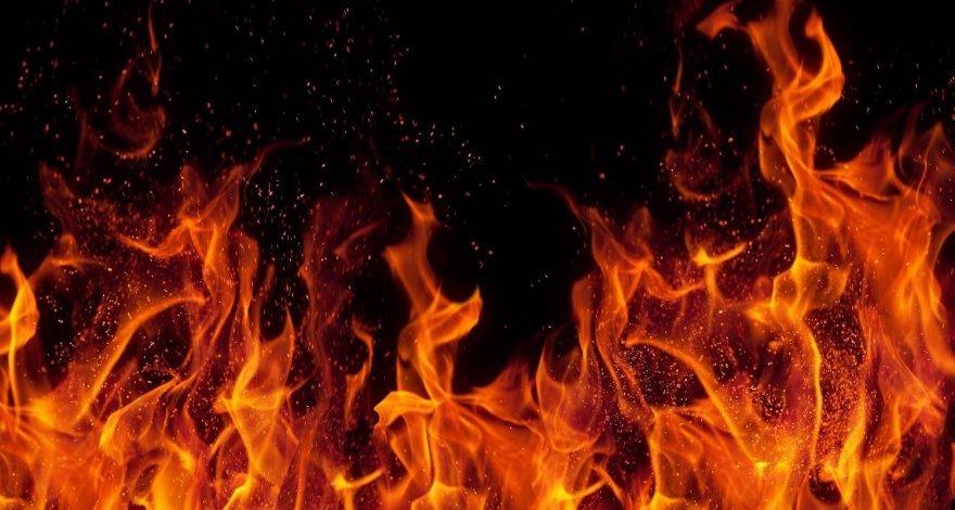 Житель Баку облил себя бензином и поджег