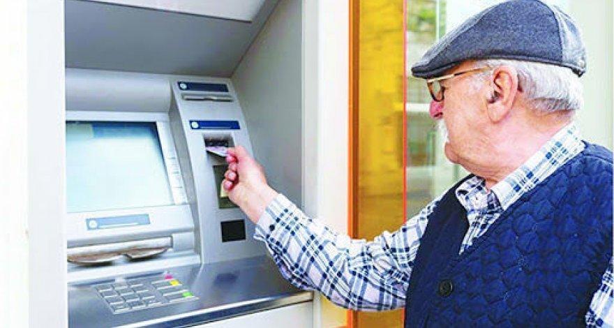 В Азербайджане около 90% пенсий по старости назначены в электронном порядке