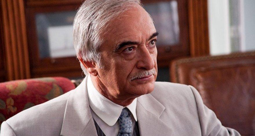 Полад Бюльбюльоглу: Многие азербайджанцы обращаются в посольство с просьбой послать их на фронт