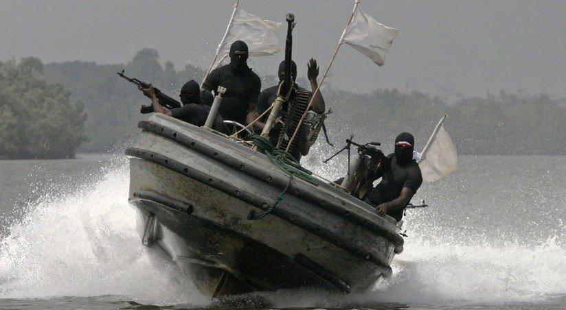 nigerijskie piraty zahvatili tureczkoe sudno ubit azerbajdzhanecz