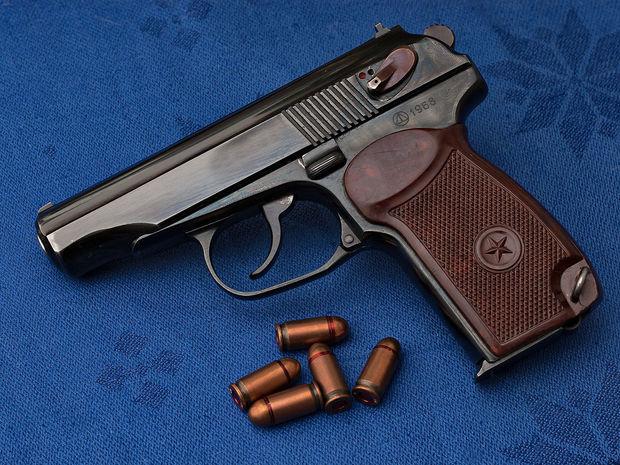 policziya zaderzhala v baku licz vooruzhennyh pistoletami makarova