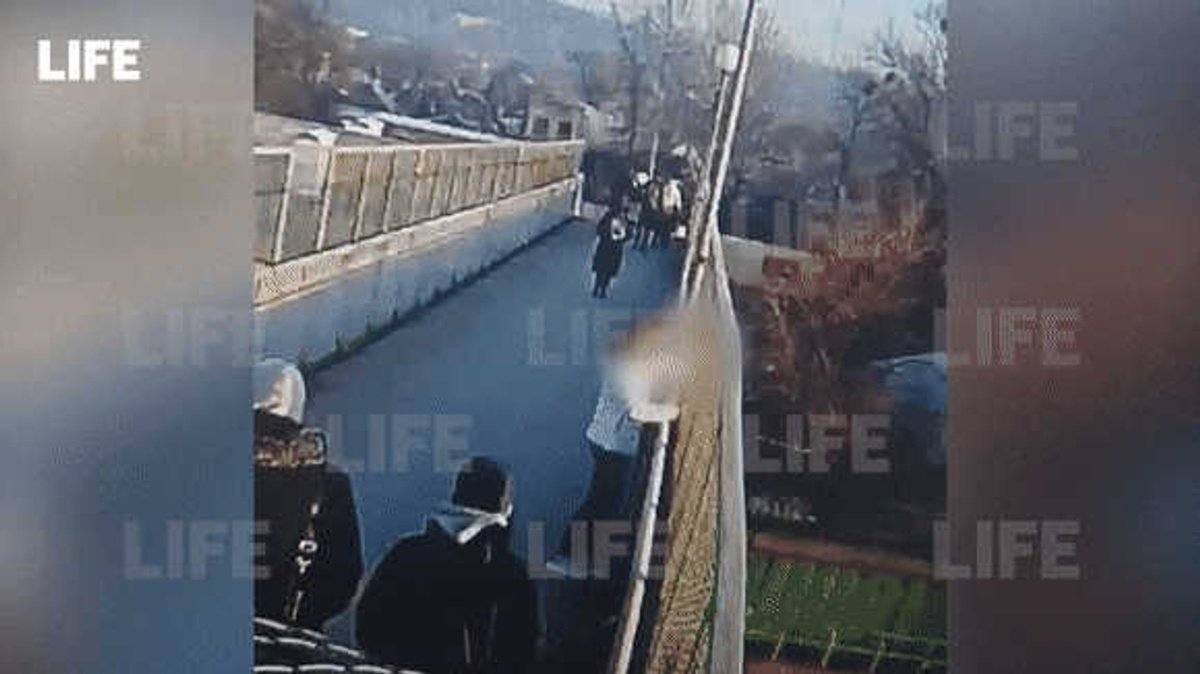 prohozhie na mostu spasli shkolniczu ot samoubijstva v krasnodarskom krae